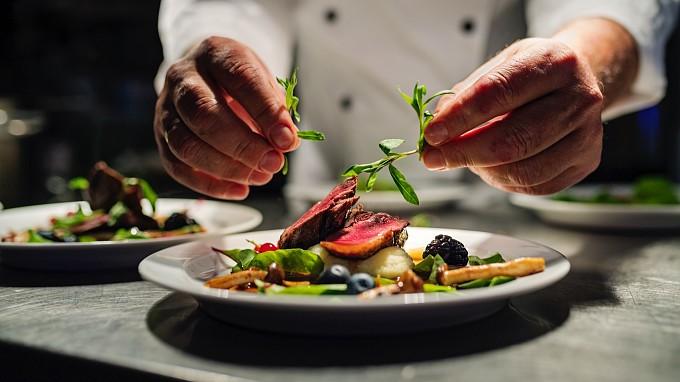 Preparazione piatto gourmet - Ristoranti gourmet del Trentino Alto Adige