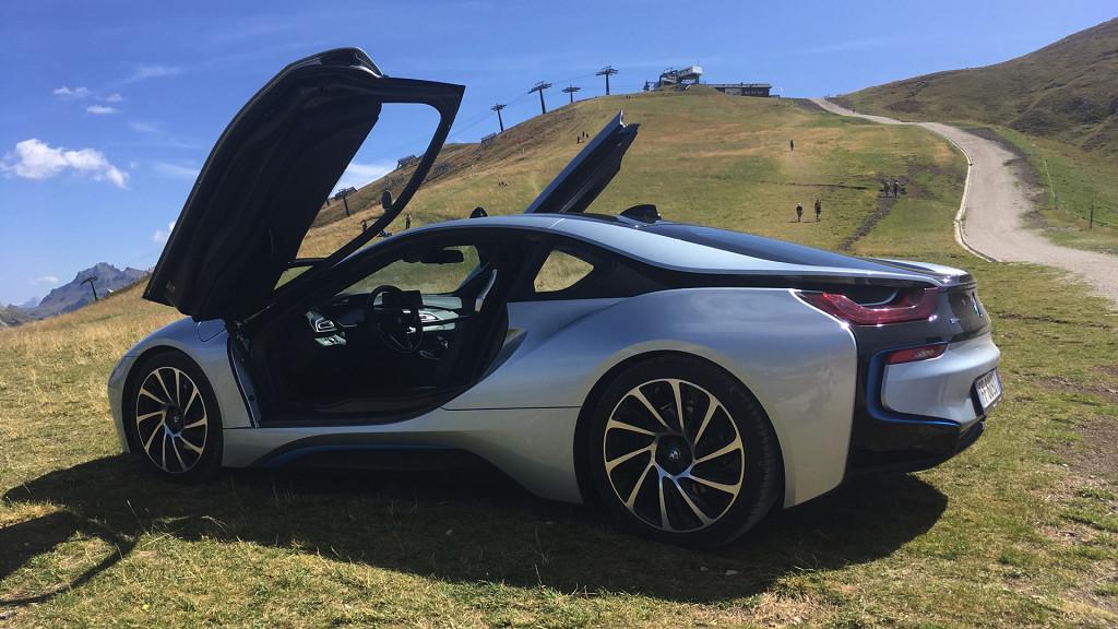 BMW i8 - Le auto di lusso sui sentieri del Passo Sella