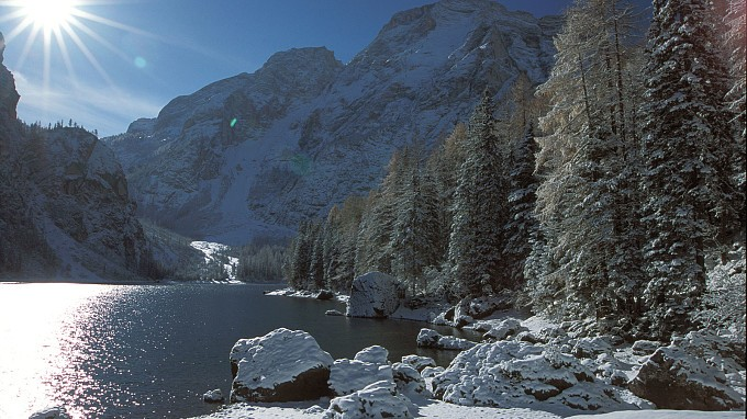 Inverno sul lago - Lago di Braies, la perla dei laghi alpini