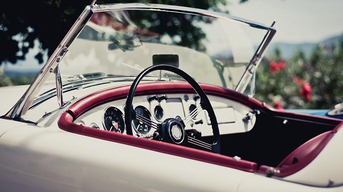 Particolare auto d'epoca - Vacanze di lusso a bordo di un'auto d'epoca
