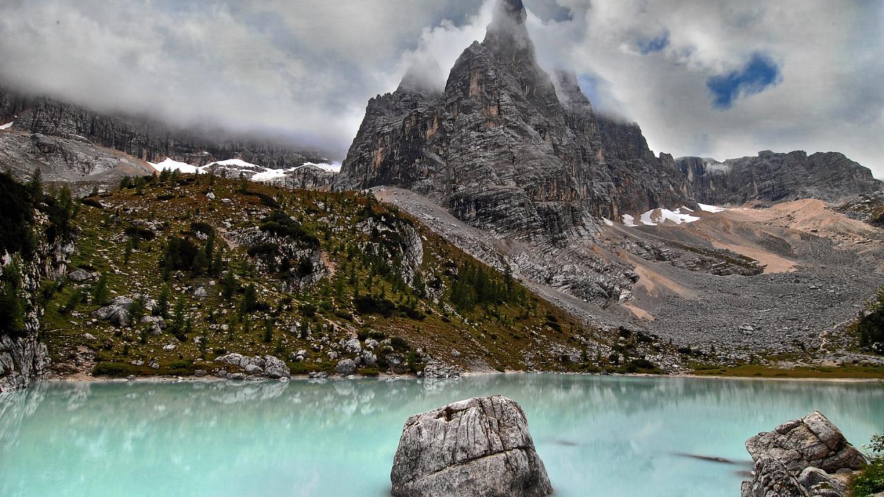 Sorapis Lake in Cortina