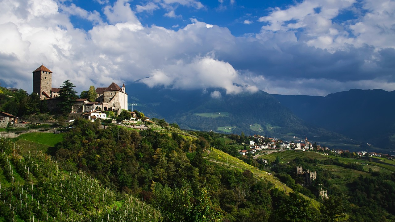 Castles and vineyards around Merano