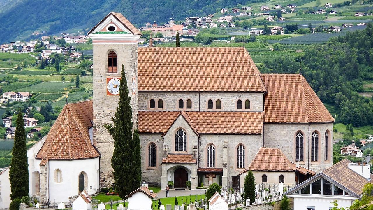 Avelengo church