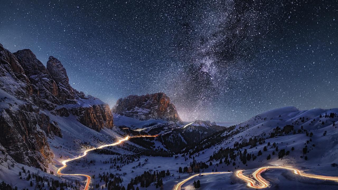 Nachtansicht Milchstrasse Grödner Joch Wolkenstein in Gröden