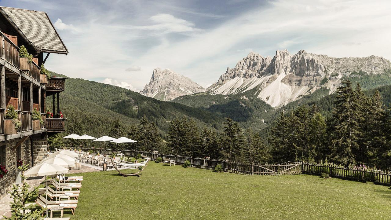 Garten im Freien mit Blick auf die Berge Forestis Brixen