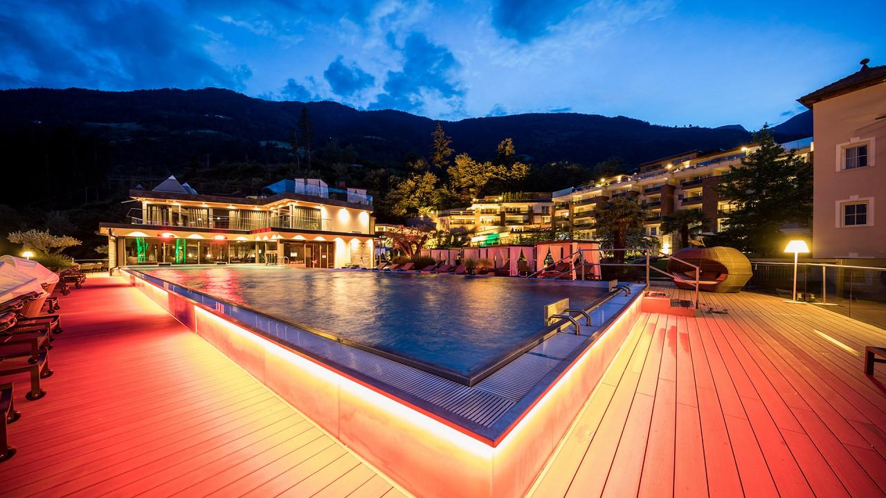 Nacht außen Quellenhof Luxus Resort Passeier