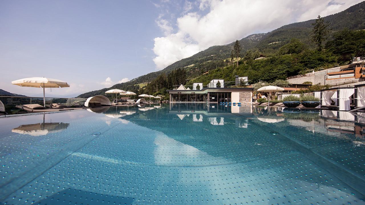 Бесконечный бассейн Quellenhof Luxury Resort Passeier