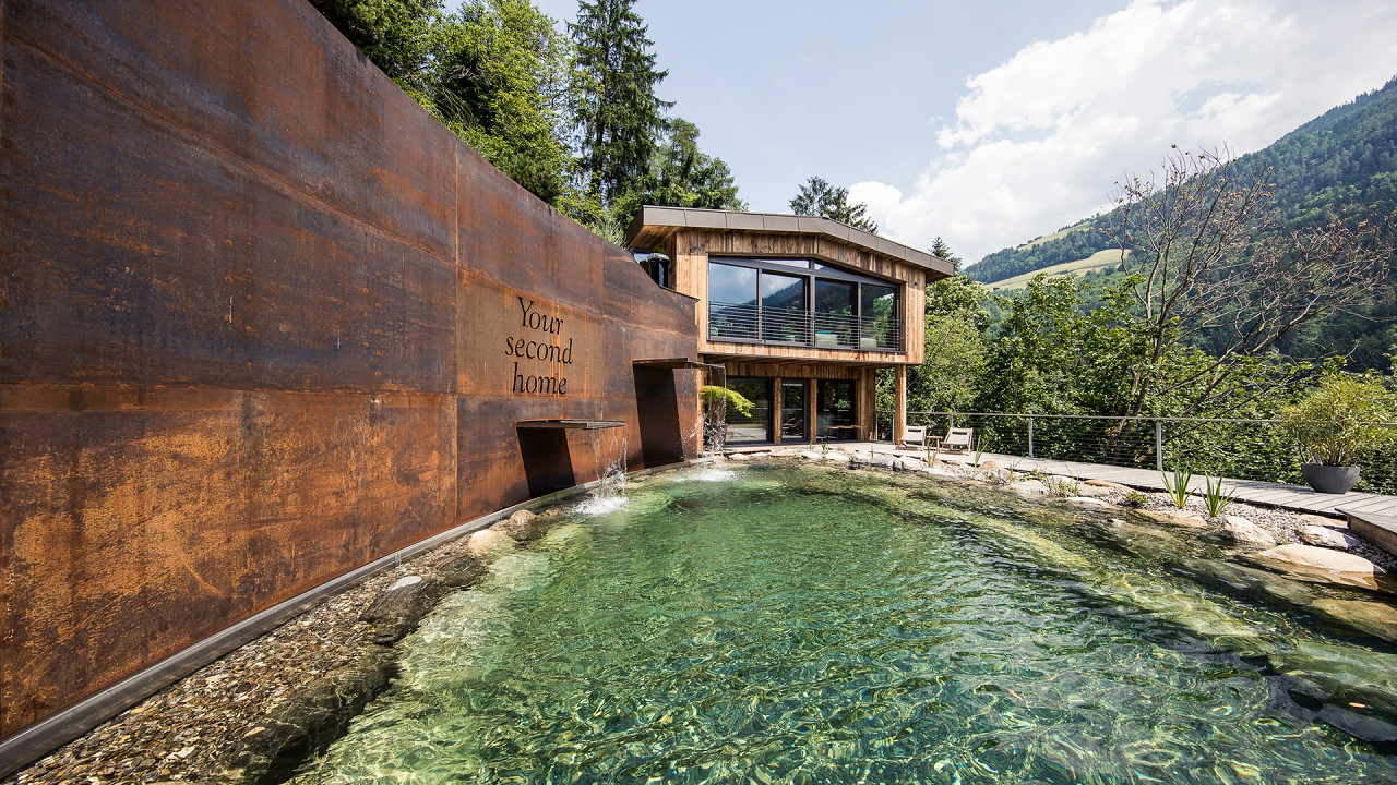 Badesee Quellenhof Luxus Resort Passeier