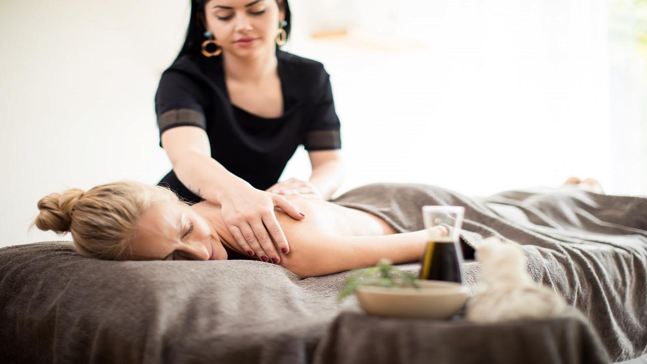 Massagenraum Quellenhof Luxury Resort Passeier