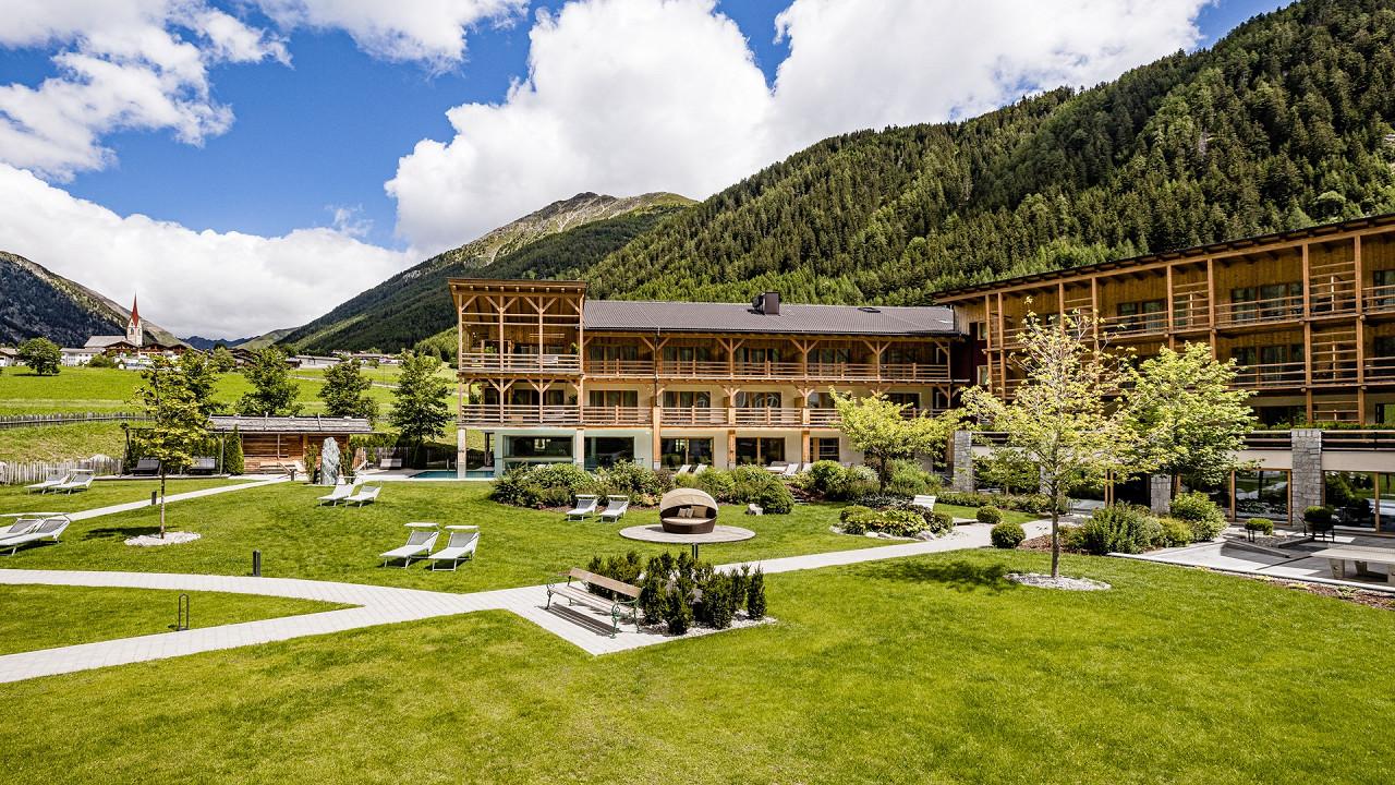 Summer exterior Alpin Hotel Masl Valles