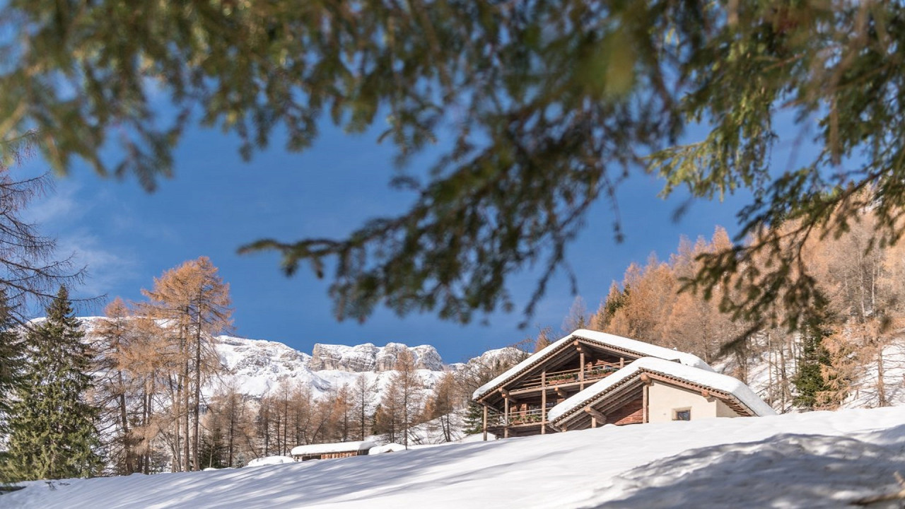 Winter exterior Cesa del Louf Arabba