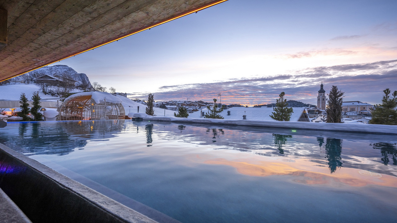 Infinity Pool im Winter Abinea Hotel Kastelruth