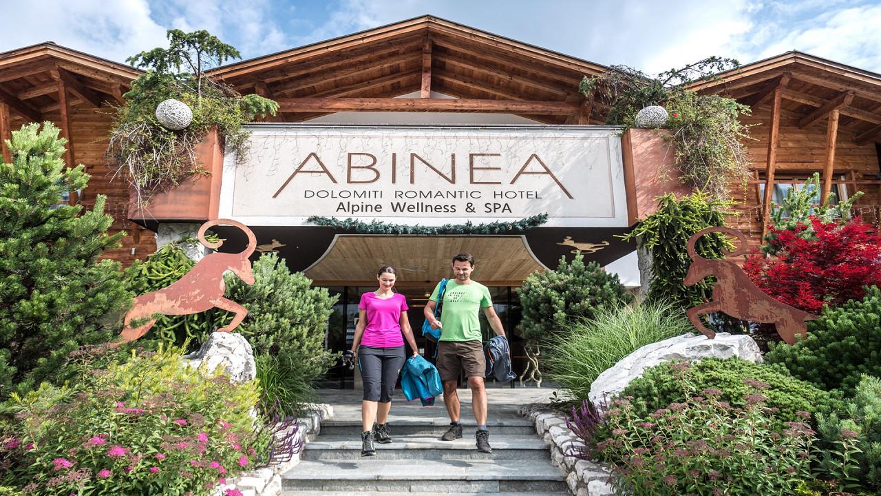 Couple at the entrance Abinea Hotel Castelrotto