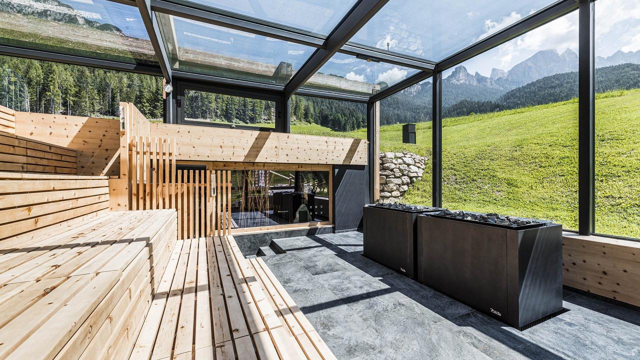 Sauna im Sommer Cyprianerhof Dolomit Resort Tiers