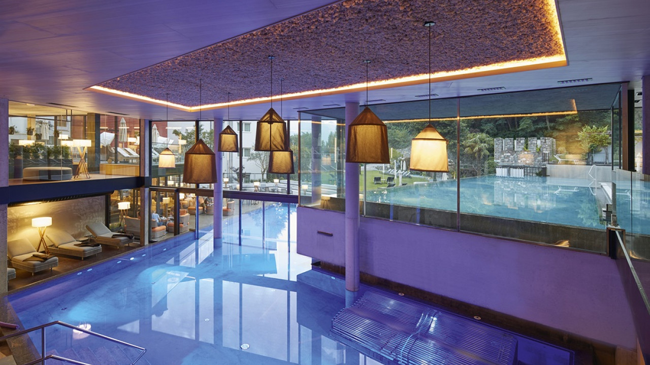 Indoor pool Lindenhof Hotel Naturno