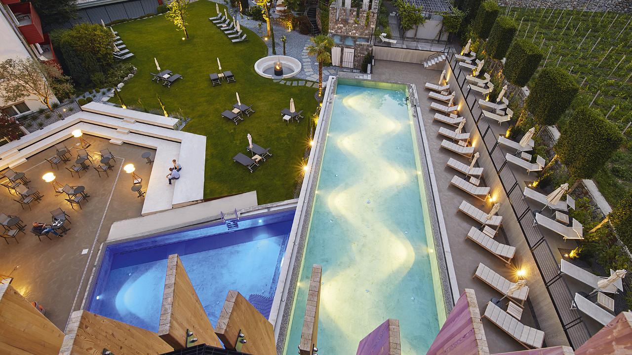 внешний вид на бассейн Отель Линденхоф натурно