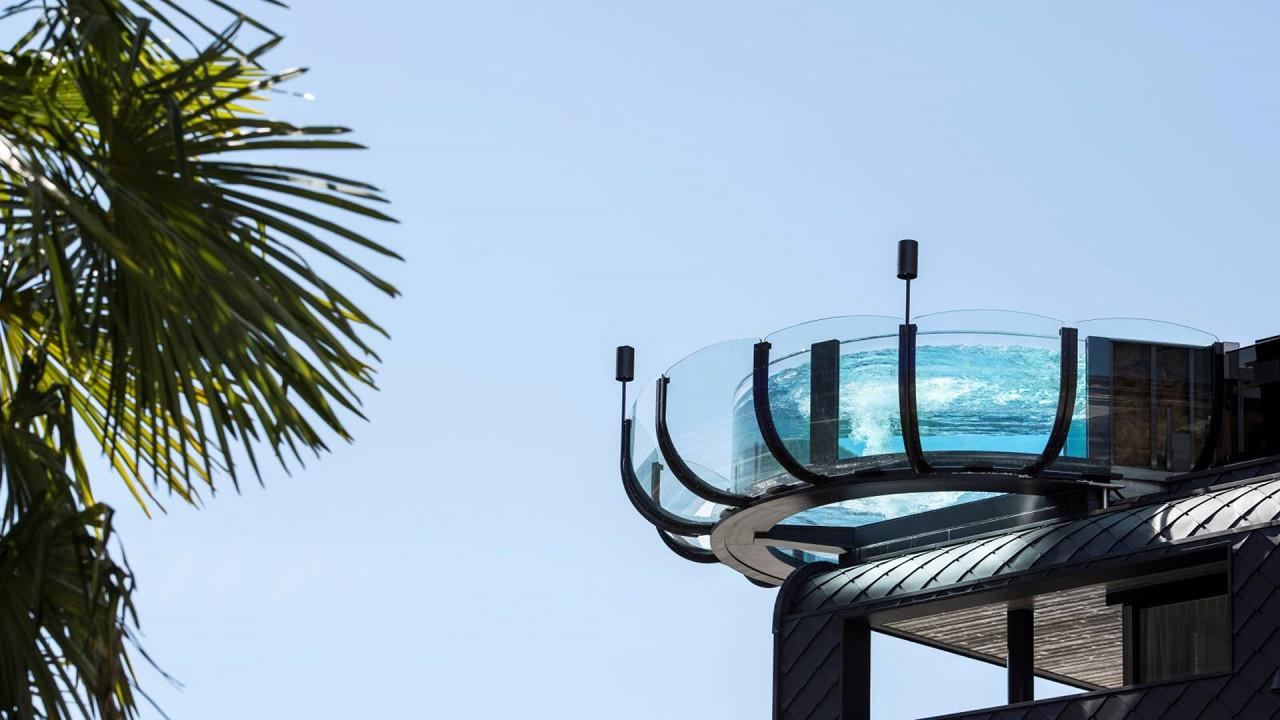 Nouvelle piscine en verre Quellenhof Luxury Resort Passeier