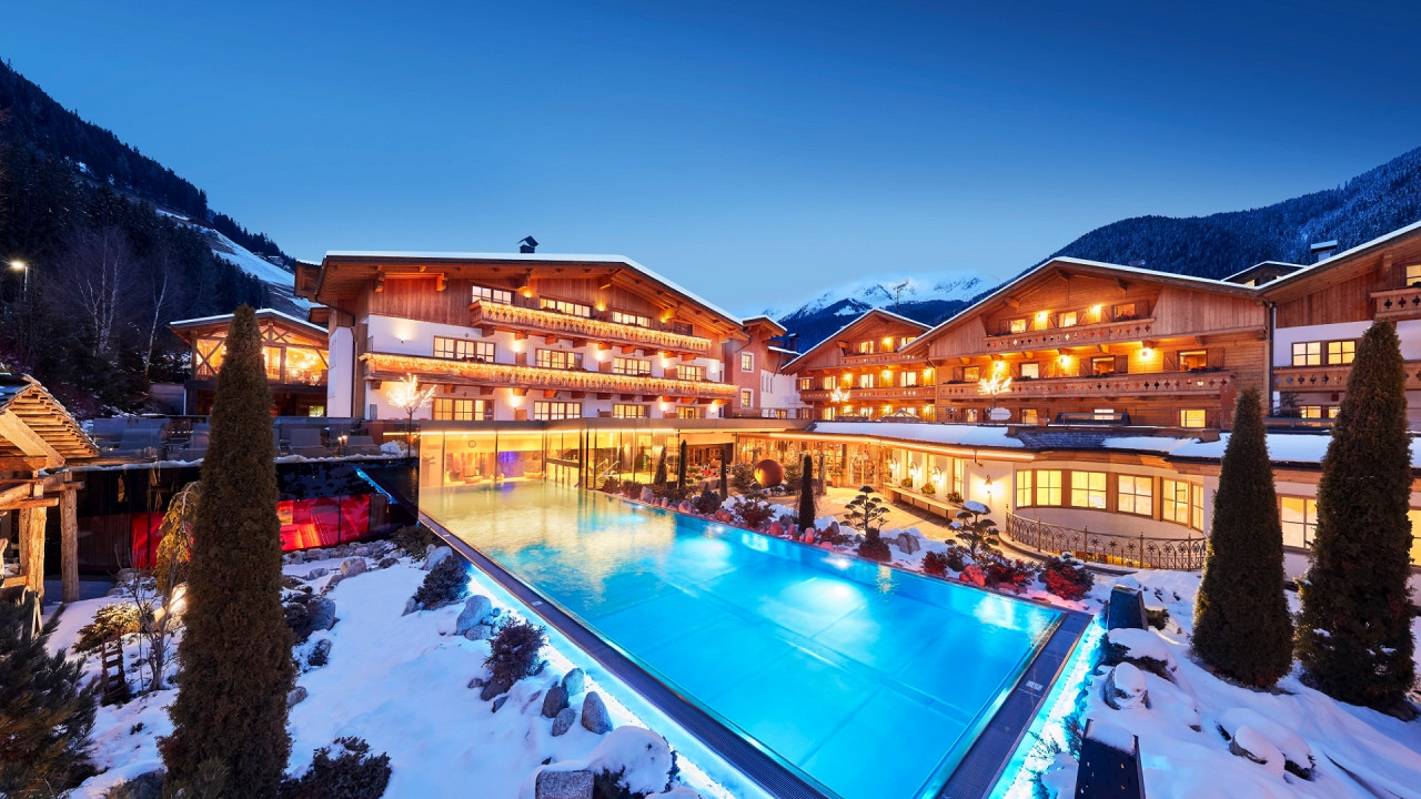 Winter outdoor with pool Hotel Quelle Val Casies