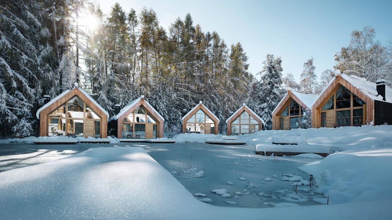 Chalet auf dem zugefrorenen See Adler Lodge Ritten Ritten