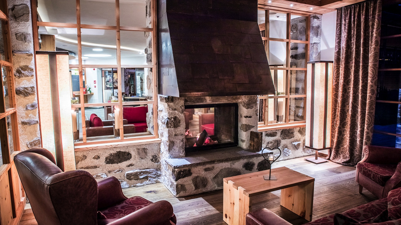 Inside with fireplace Tirler Hotel Alpe di Siusi