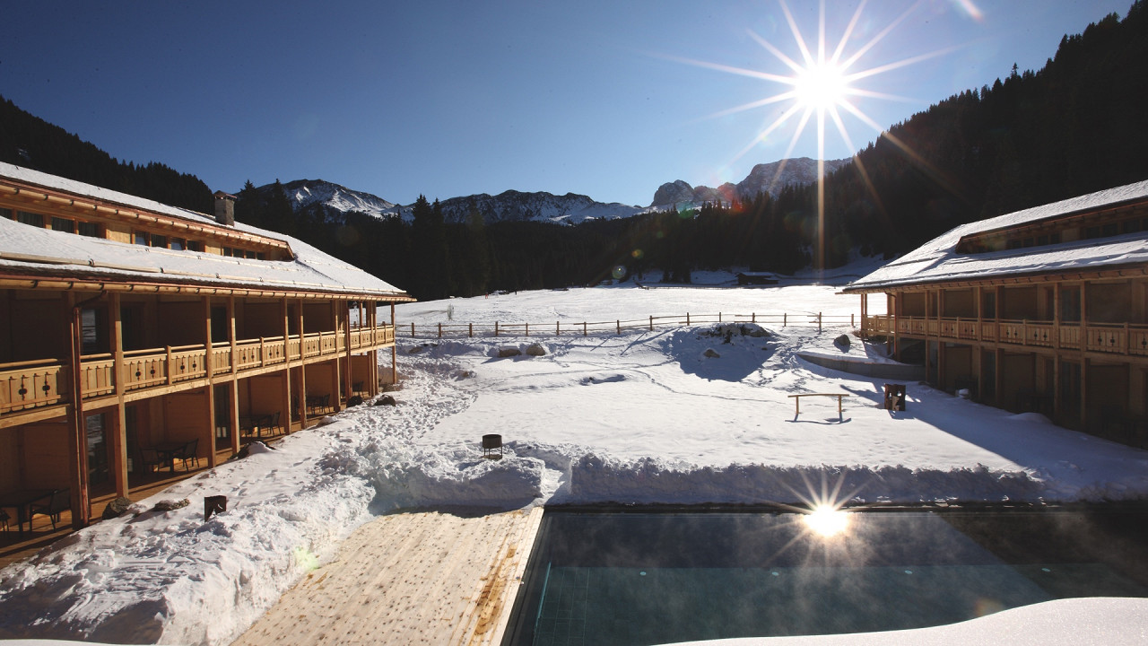 Winter exterior with swimming pool Tirler Hotel Alpe di Siusi