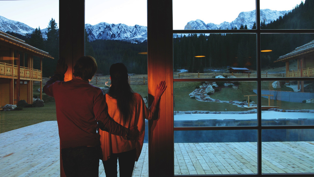 Couple looking at panorama Tirler Hotel Alpe di Siusi