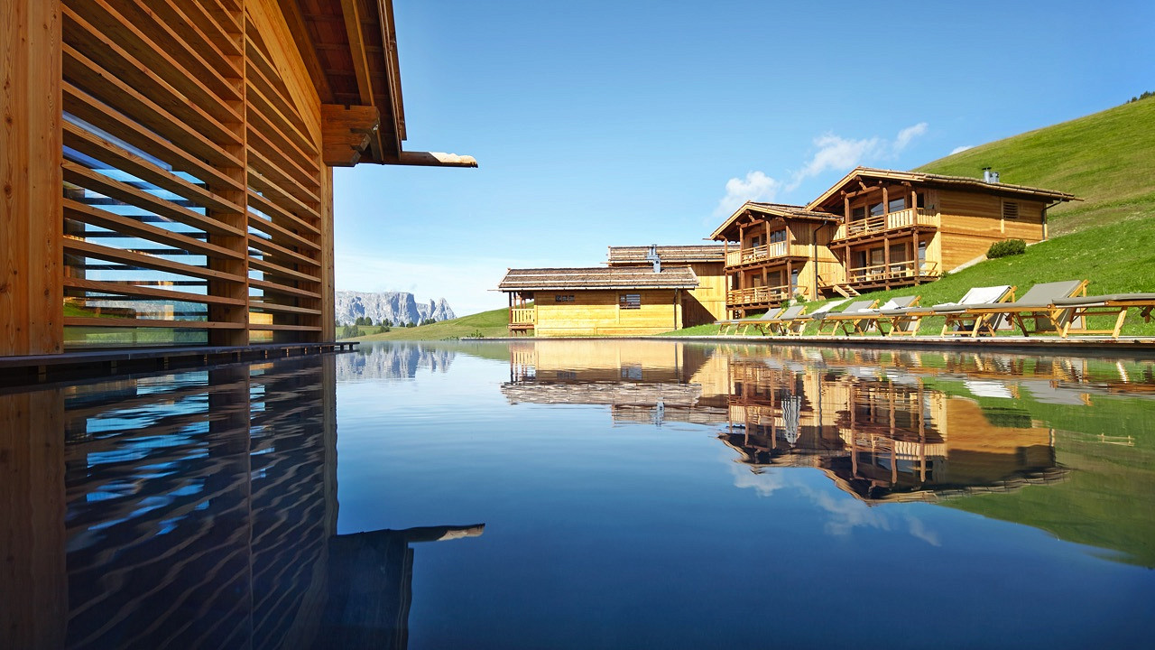 Outdoor spa Adler Lodge Alpe di Siusi wellness