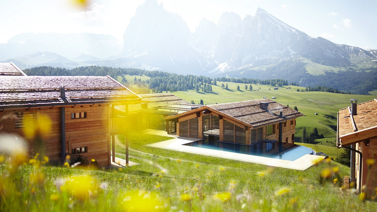 Outside summer Adler Lodge Alpe di Siusi