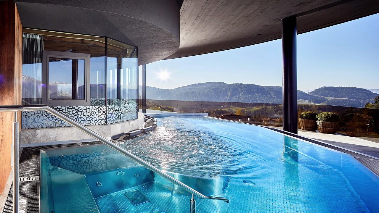 Крытый бассейн Отель Шале Мирабель Авеленго