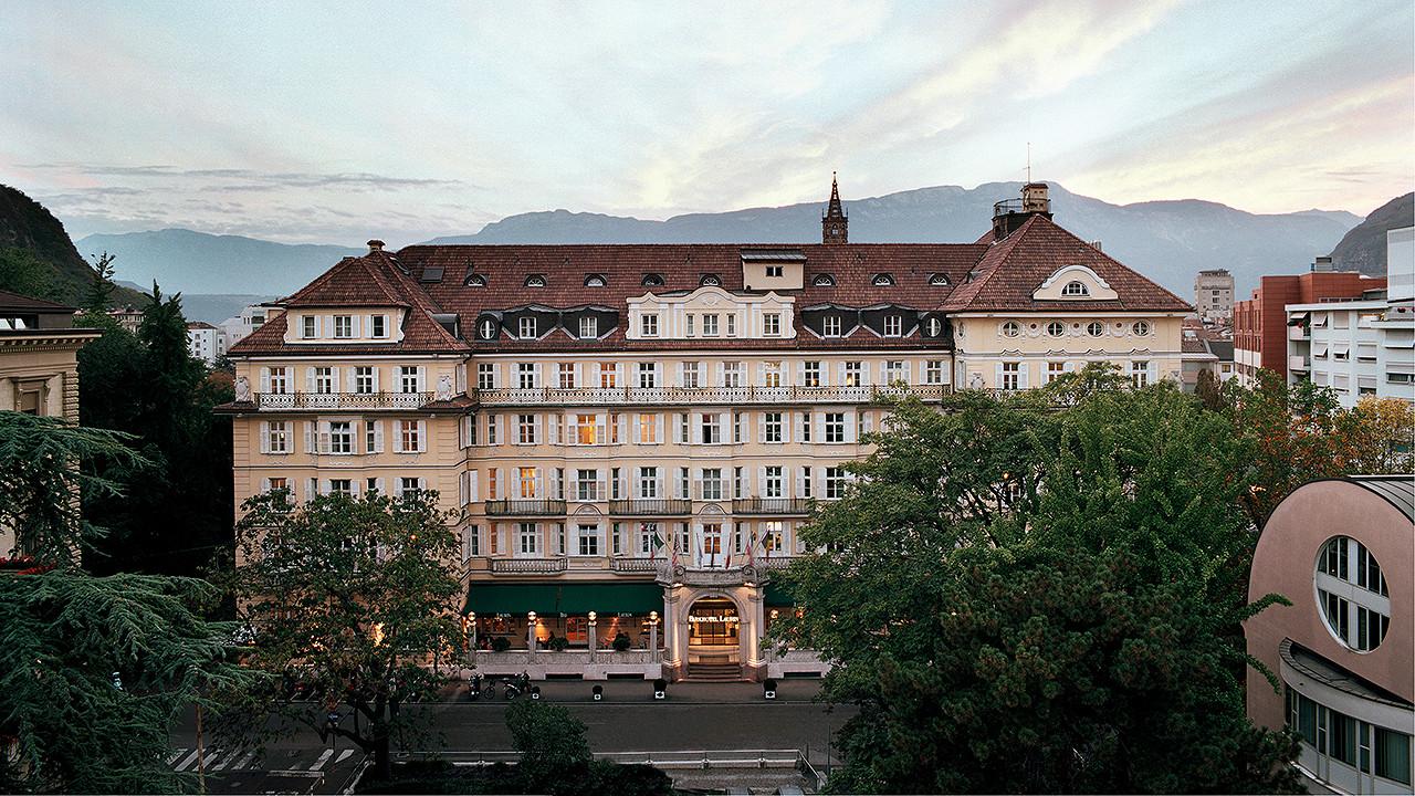 Sommerabend außen Parkhotel Laurin Bozen