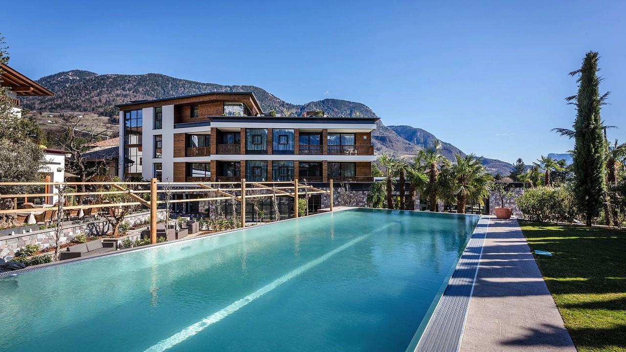 снаружи с бассейном Отель Плантичерхоф Мерано