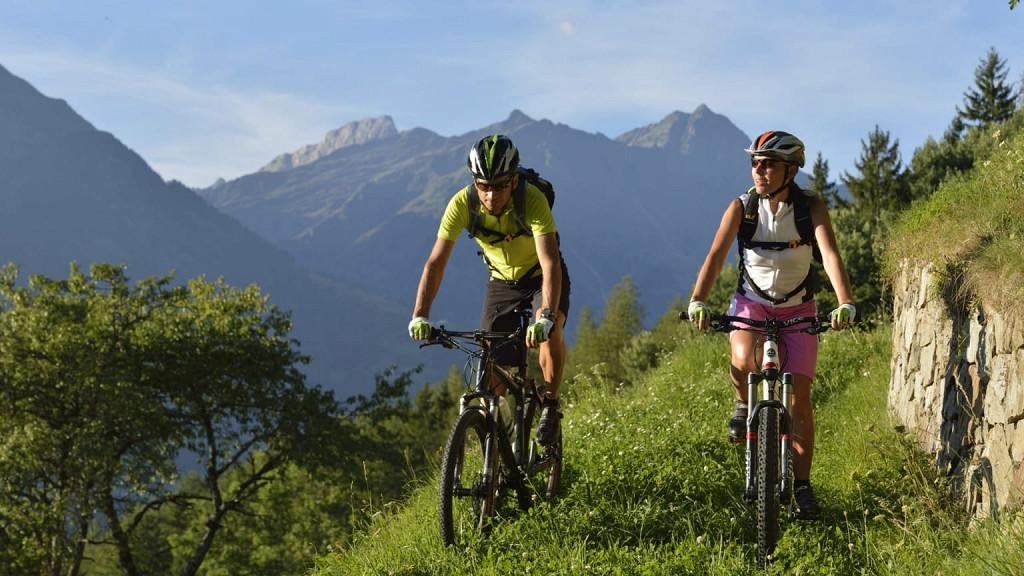 Vélo - dans la spectaculaire Val Venosta
