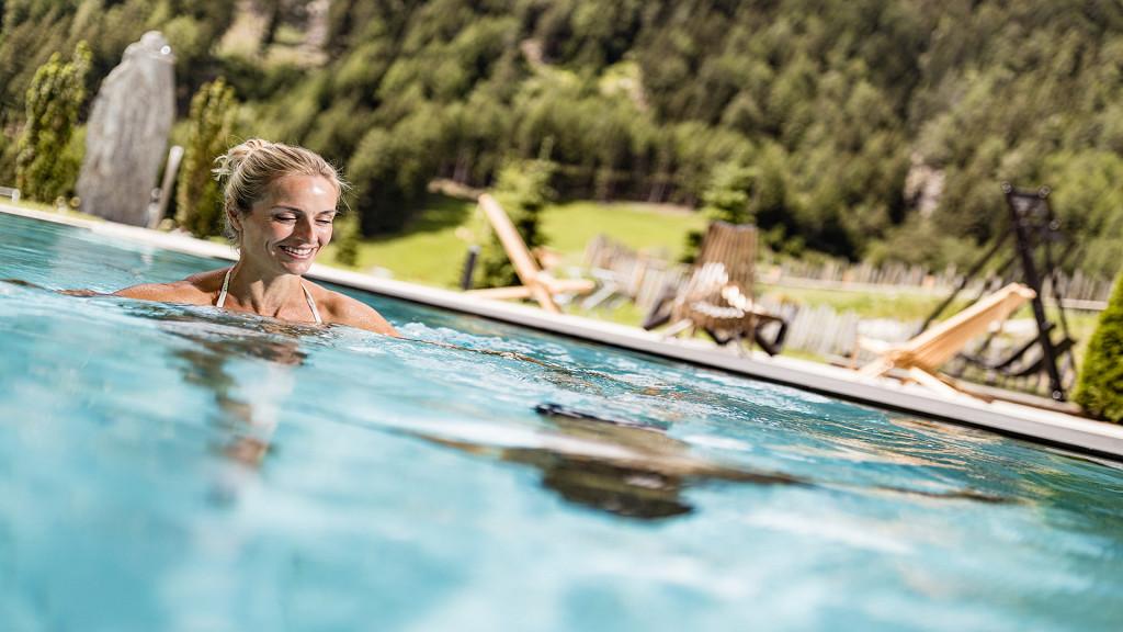 Outdoor pool Alpin Hotel Masl Valles wellness