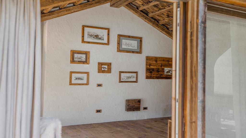 Стена картин Цеза дель Луф Арабба