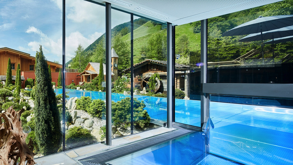 Outdoor and indoor spa Hotel Quelle Val Casies wellness