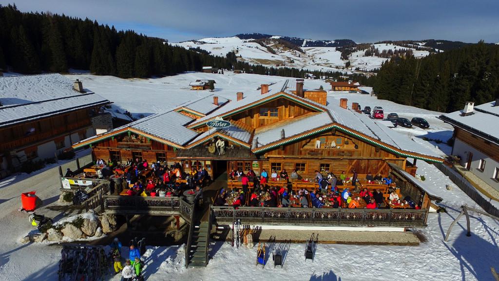 Skifahrer Mittagessen Tirler Hotel Seiser Alm Hotel an den Pisten