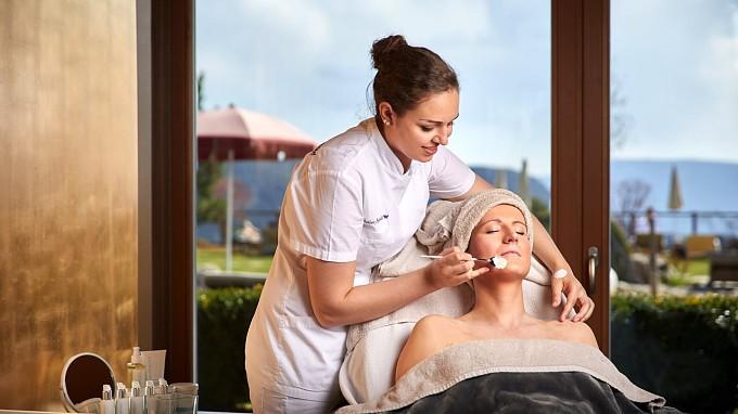 Gesichtsbehandlung Chalet Mirabell Hotel Gesundheit