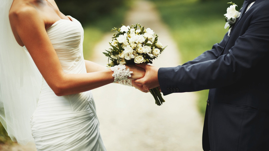 Newlyweds holding hands Parkhotel Laurin Bolzano weddings